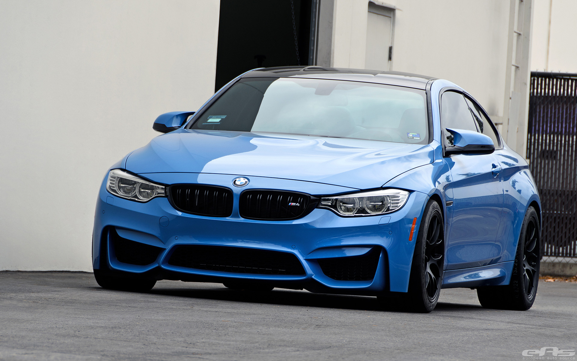 yas-marina-blue-bmw-f82-m4-with-cosmetic-upgrades-51