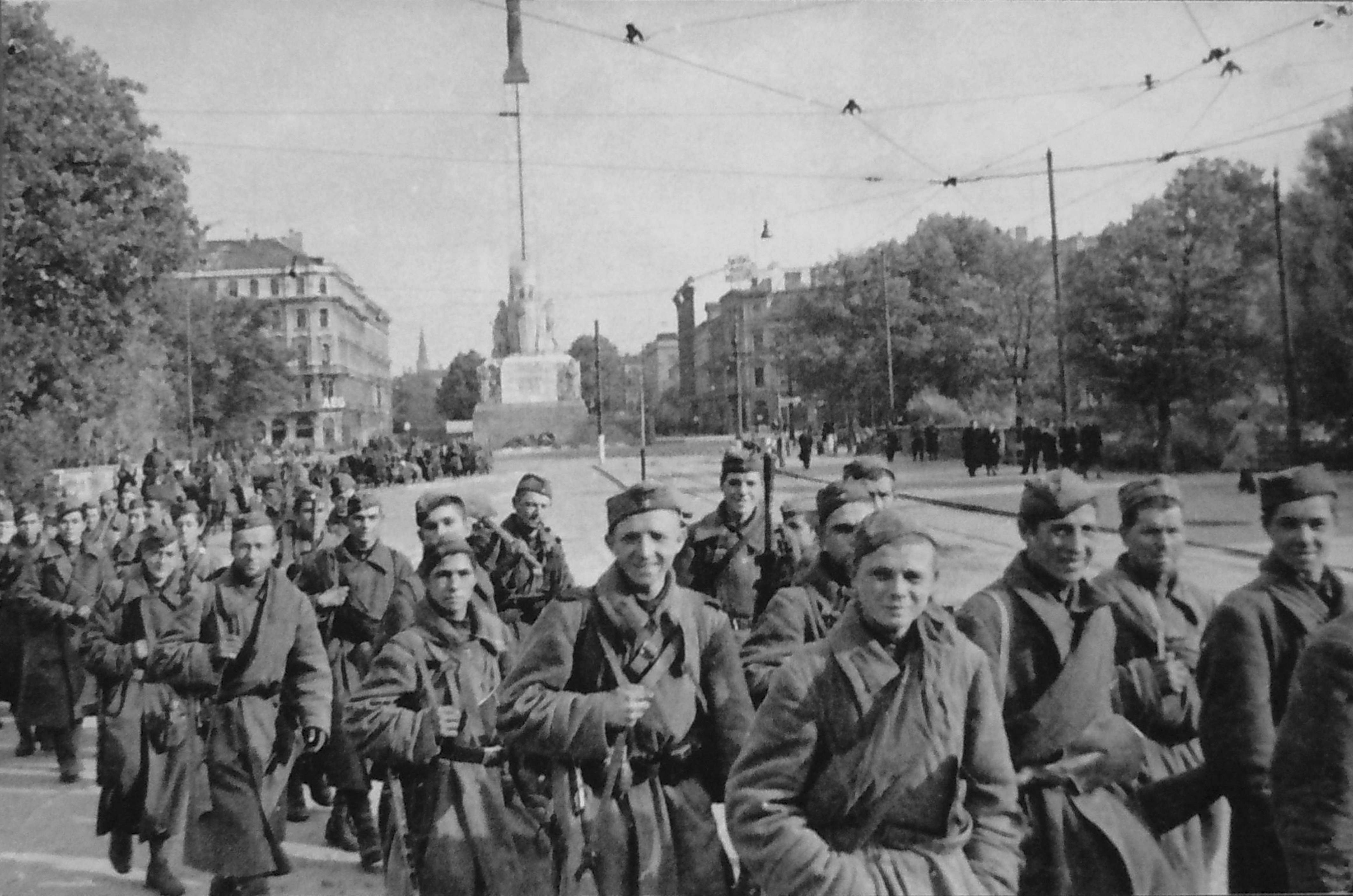 red_army_soldiers_in_riga-_october_1944